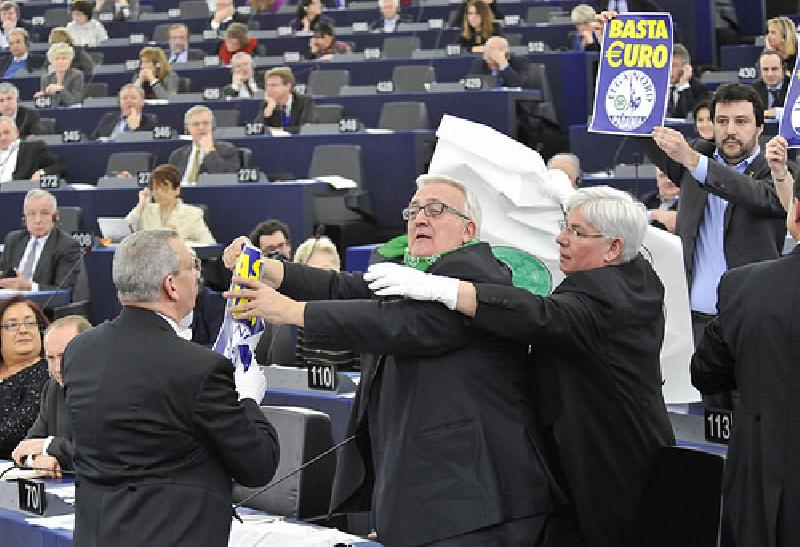 images/galleries/borghezio_no-euro_parlamento.jpg