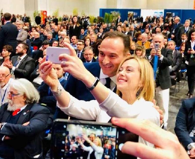 images/galleries/cirio-meloni-selfie-345.jpg