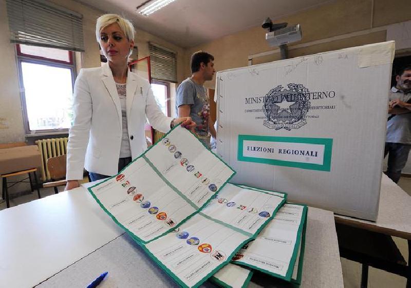 Senatori consiglieri regionali ma eletti lospiffero com for Lista senatori