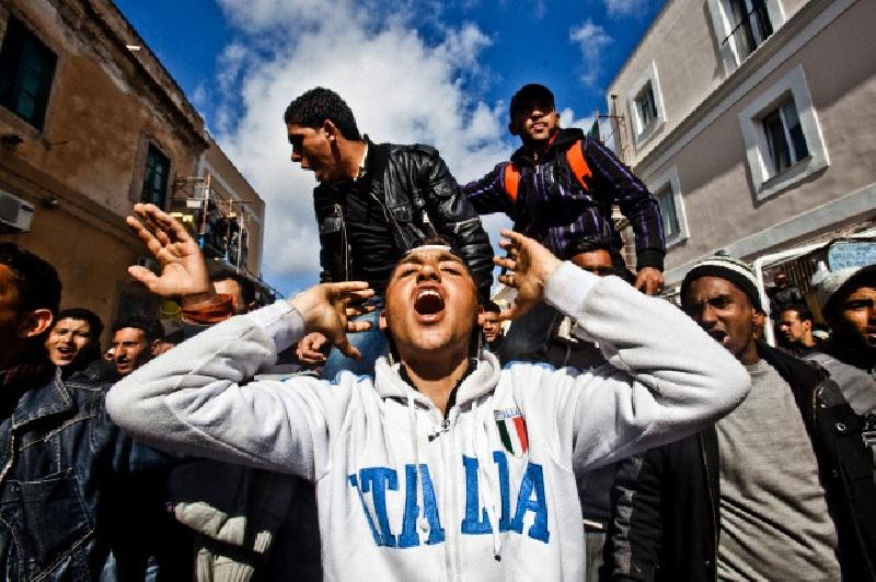 images/galleries/immigrati-felpa-italia-2.jpg