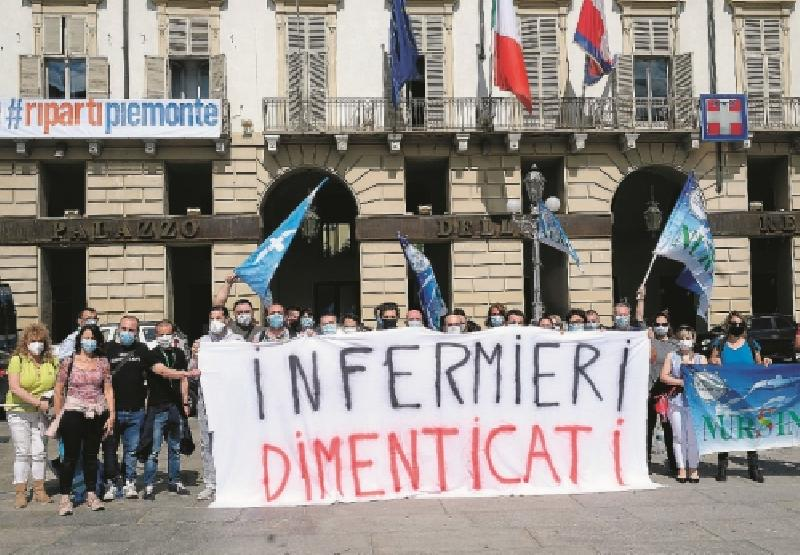 images/galleries/infermieri-protesta-torino-900121.jpg