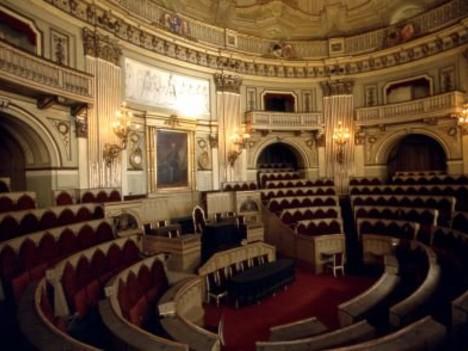 Gli antenati della casta lospiffero com for Palazzo parlamento italiano